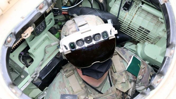 Kính bảo hộ mới của quân đội Mỹ có khả năng nhìn xuyên vật thể (Ảnh: Popularmechanics)