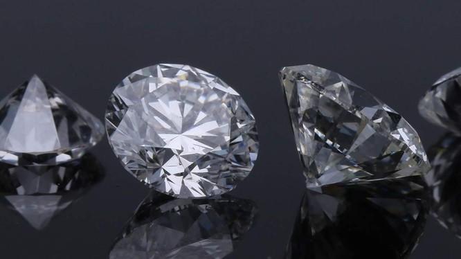 Những viên kim cương lục giác được tạo ra trong môi trường phòng thí nghiệm (Ảnh: Slash Gear)