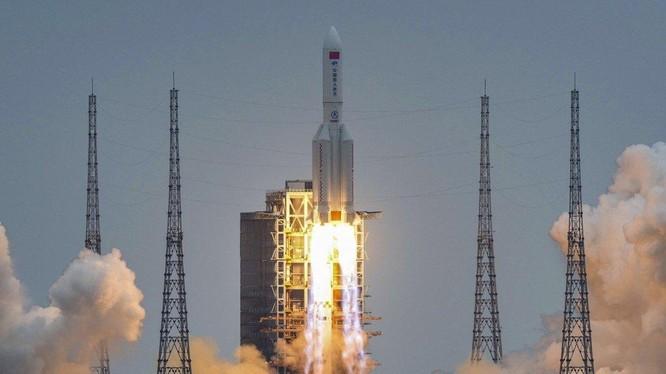 Dự kiến các mảnh vỡ của tên lửa Long March 5B sẽ rơi vào ngày 8/5 (Ảnh: SCMP)