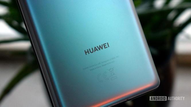 Đã từng có khoảng thời gian Huawei là hãng smartphone lớn nhất thế giới (Ảnh: Android Authority)