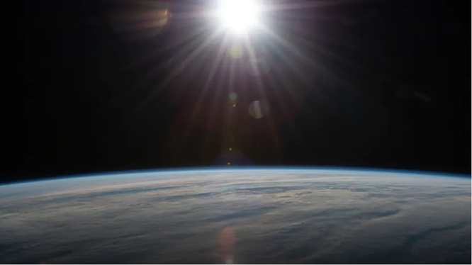 Trạm vũ trụ quốc tế quay quanh Đại Tây Dương về phía tây nam của Nam Phi (Ảnh: Washington Post)