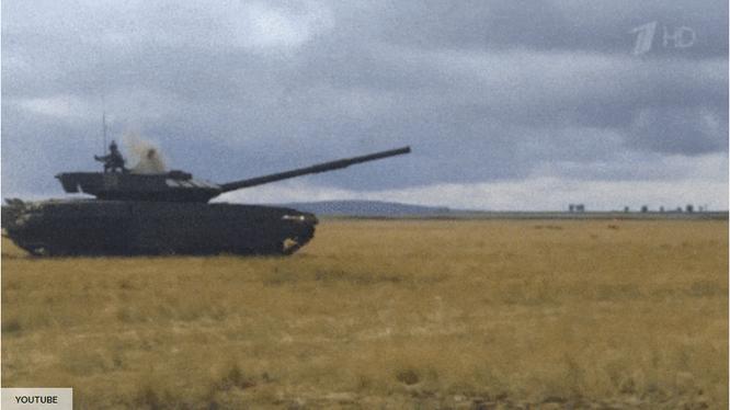 Cận cảnh tên lửa chống tăng bị chính lớp phòng thủ của xe tăng tiêu diệt (Ảnh: Popular Mechanics)