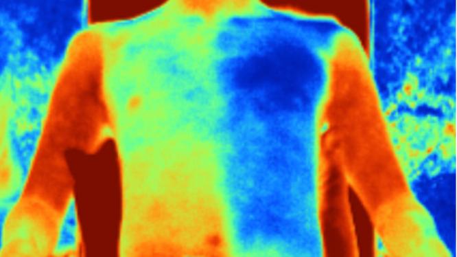 """""""Vải gương"""" giúp da người mặc mát hơn tới 5 độ C (Ảnh: Science Mag)"""