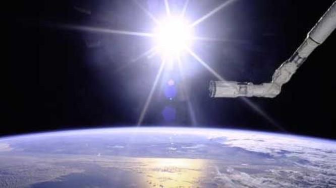 Nhiều người cho rằng những đốm sáng xuất hiện trong video chính là UFO (Ảnh: Vice)