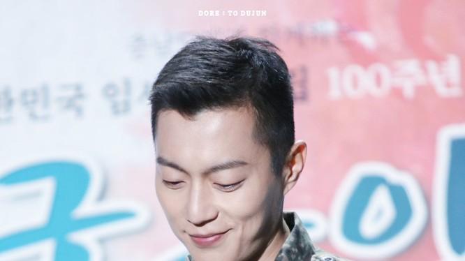 Doojoon nhập ngũ vào ngày 24 tháng 8 năm 2018 (Ảnh: Socialbearing)