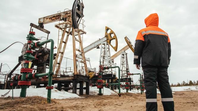 IEA hy vọng virus corona sẽ giúp làm giảm nhu cầu về dầu mỏ (Ảnh: CNBC).