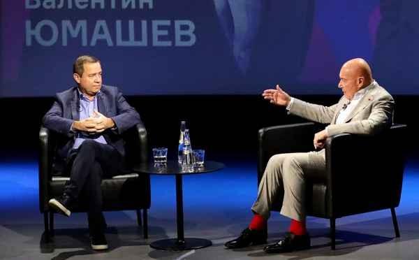 Valentin Yumashev - nguyên Chánh văn phòng của cựu Tổng thống Nga Boris Yeltsin trả lời phỏng vấn nhà báo Nga Vladimir Pozner