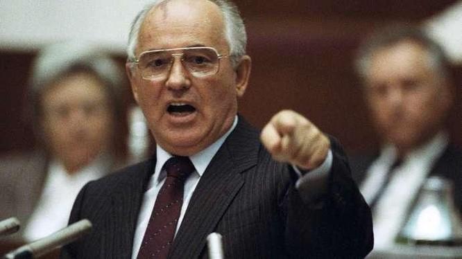 """Trong chuyến thành phố Khabarovsk (năm 1986), M.Gorbachev tuyên bố """"cải tổ"""" là """"một cuộc cách mạng"""" (Ảnh: TASS)"""