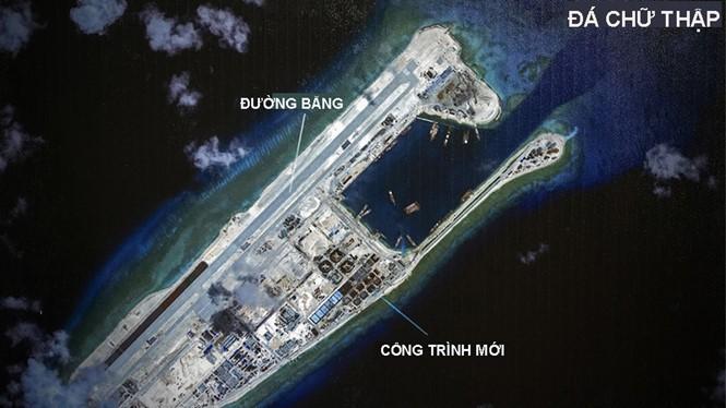 Đá Chữ Thập đã bị Trung Quốc bồi lấp thành đảo nhân tạo phi pháp với đường băng dài 3.000m, nhà chứa máy bay và các công trình quân sự kiên cố