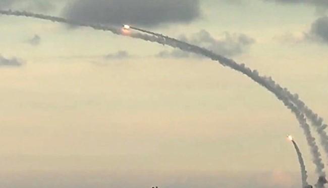 Tàu chiến của Nga phóng tên lửa hành trình Kalibr tấn công mục tiêu phiến quân tại Syria