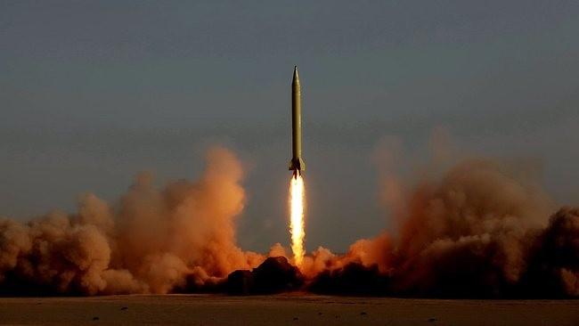 Tên lửa đạn đạo tầm trung Shahab-3 rời bệ phóng trong một lần thử nghiệm