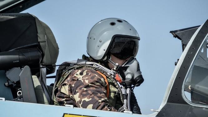 Phi công Nga xuất kích trên chiến trường Syria