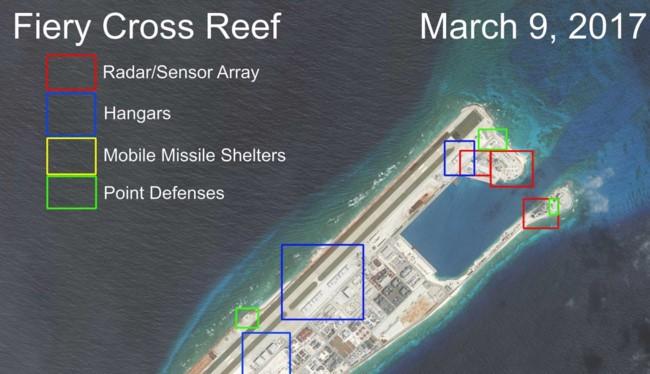 Trung Quốc bồi lấp trái phép Đá Chữ Thập tại quần đảo Trường Sa thành đảo nhân tạo phi pháp với đường băng dài 3.000m, hải cảng và các công trình quân sự kiên cố