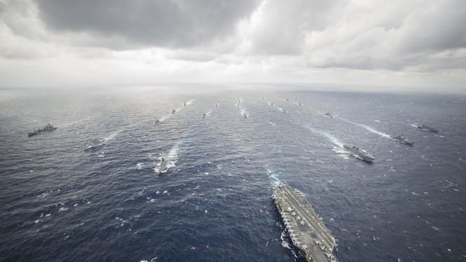 Tàu sân bay Mỹ dẫn đầu đội hình trong một cuộc tập trận hải quân với các nước đồng minh