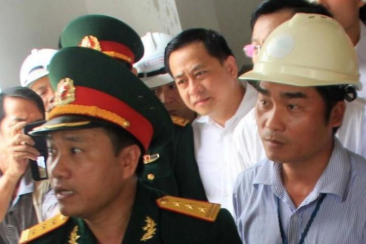 """Cận cảnh Công an áp giải Vũ """"nhôm"""" về Việt Nam"""