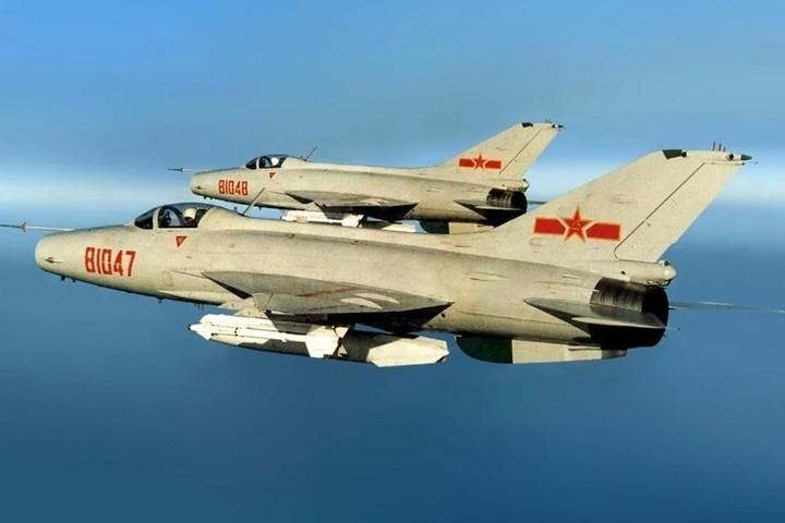 """Trung Quốc điều máy bay vào ADIZ Đài Loan, cảnh báo """"không đổ thêm dầu vào lửa"""""""
