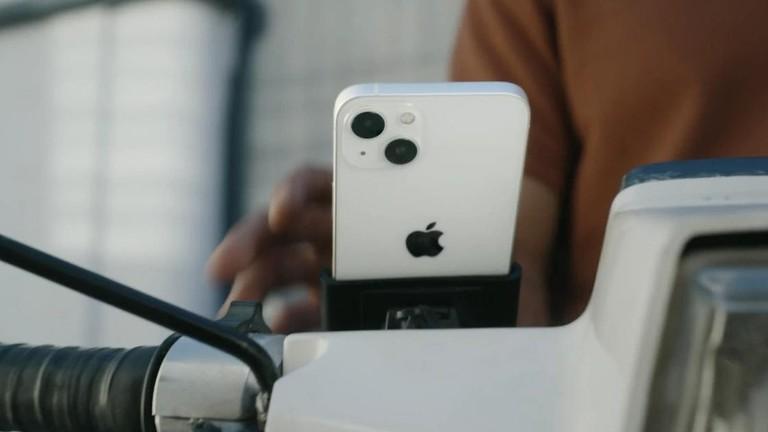 """Apple vừa """"tự vả miệng"""" trong video quảng cáo iPhone 13"""