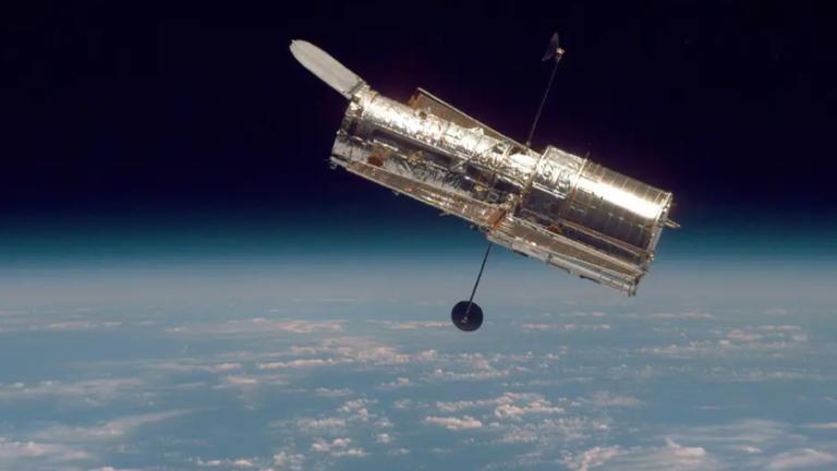 Kính viễn vọng không gian Hubble bị hỏng, NASA đã thử sửa 3 lần nhưng không thành công