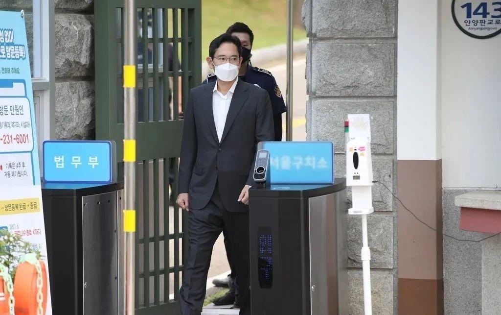 ông Lee Jae-yong được tại ngoại sớm