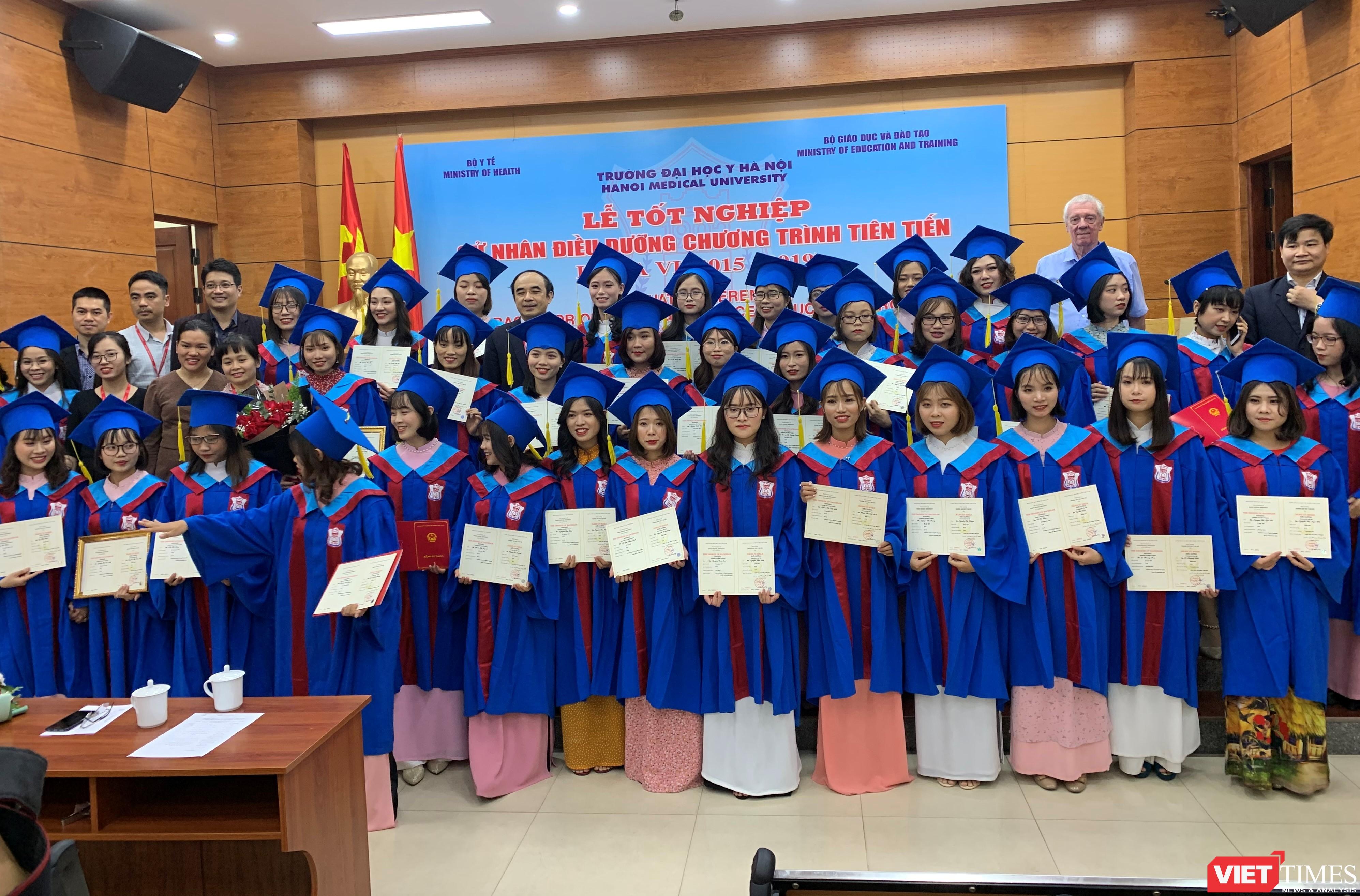 36 cử nhân điều dưỡng đào tạo theo chương trình tiên tiến nhận bằng tốt nghiệp