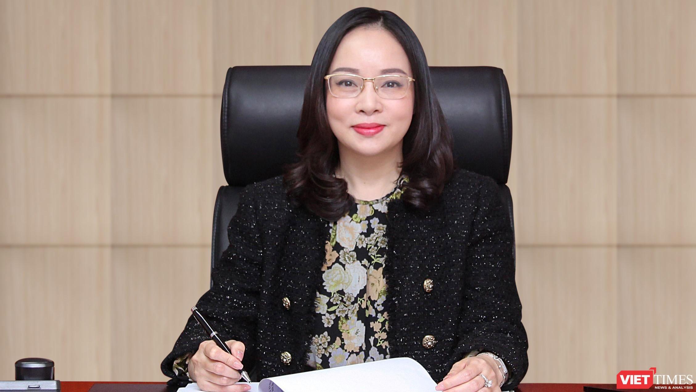 Bà Hoàng Thị Bảo Hương - Phó Tổng Biên tập báo VietnamNet.