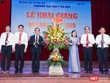 Bộ trưởng Bộ Y tế Nguyễn Thị Kim Tiến chúc mừng năm học mới thầy và trò Trường Đại học Y Hà Nội
