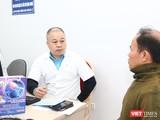 TS. Nguyễn Anh Tuấn – Trưởng Khoa Nội – Hồi sức thần kinh khám và tư vấn miễn phí cho người dân