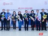 Các nhà khoa học, nhà quản lý tham dự buổi tọa đàm tại hội thảo khoa học về HIV ở Việt Nam