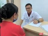 TS. Nguyễn Thế Cường – Trưởng Khoa Thận lọc máu, Bệnh viện Hữu nghị Việt Đức khám và tư vấn miễn phí cho người dân