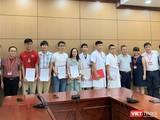 Lãnh đạo Trường Đại học Y Hà Nội và Bệnh viện Đại học Y Hà Nội cùng Tổ công tác trước lúc lên đường vào vùng dịch