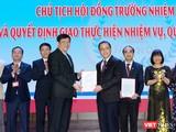 Q. Bộ trưởng Bộ Y tế Nguyễn Thanh Long trao quyết định Chủ tịch Hội đồng trường Trường Đại học Y Hà Nội cho GS.TS. Tạ Thành Văn