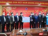 Bộ trưởng Bộ Y tế Nguyễn Thanh Long đã tiếp nhận 21 tỷ đồng do các đơn vị hỗ trợ cho ngành Y tế mua vaccine phòng chống COVID-19