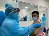 Tiêm vaccine COVID-19