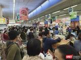 Người dân đi mua sắm hàng hoá tại siêu thị trên địa bàn TP Đà Nẵng