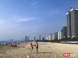 Một góc bãi biển du lịch Đà Nẵng sau lệnh giãn cách phòng, chống dịch COVID-19 được tháo dỡ