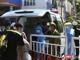 Lực lượng y tế làm việc tại khu vực cách ly, phong tỏa vì dịch COVID-19