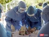Lực lượng y tế đang khẩn trương xét nghiệm, truy vết bệnh nhân mắc COVID-19