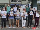 Các bệnh nhân được điều trị khỏi COVID-19 được Bệnh viện dã chiến Hòa Vang (Đà Nẵng) cho xuất viện vào chiều 18/8
