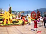 Người dân và du khách du xuân ở Đà Nẵng