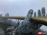 Cầu Vàng tại Khu du lịch Sunworld Bà Nà Hill trong cơn đại dịch COVID-19 lần thứ 3