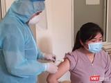 Nhân viên y tế tại Đà Nẵng được tiêm vắc xin phòng COVID-19