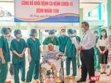 Sáng 27/3, Giám đốc Bệnh viện Phổi Đà Nẵng trao chứng nhận khỏi bệnh cho bệnh nhân mắc COVID-19 thứ 1536