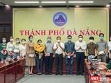 Quang cảnh buổi tiễn đoàn y bác sĩ ngành y tế Đà Nẵng lên đường hỗ trỡ các tỉnh bạn chống dịch