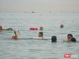 Từ 0h ngày 30/9, người dân Đà Nẵng được đi tắm biển hàng ngày theo khung giờ