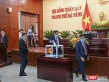 Đại biểu HĐND TP Đà Nẵng khoá X bỏ phiếu bầu Chủ tịch HĐND TP và Chủ tịch UBND TP Đà Nẵng nhiệm kỳ 2021-2026