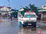 Xe y tế chuyên dụng đưa số ngư dân Quảng Ngãi dương tính SARS-CoV-2 đi cách ly, điều trị