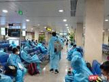 Người dân từ TP HCM đang làm thủ tục nhập cảnh tại sân bay Đà Nẵng