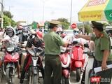 Người dân rời Đà Nẵng trong giai đoạn chuẩn bị áp dụng giãn cách xã hội để phòng, chống dịch COVID-19