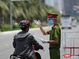 Lực lượng công an làm nhiệm vụ tại các chốt kiểm soát phòng dịch COVID-19 trên địa bàn TP Đà Nẵng