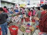 Người dân Đà Nẵng xếp hàng mua nhu yếu phẩm trước khi TP thực hiện phong toả tuyệt đối